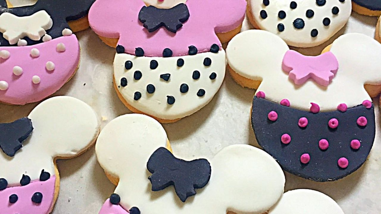 Minnie Mouse Cookies - Adore Cakes